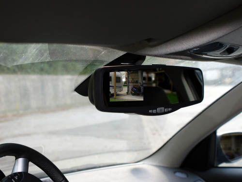 Rückfahrvideosystem im Spiegel