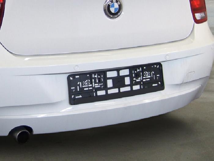 Anhängerkupplung BMW 1er F20, Fahrzeuge mit großem ESD müssen diesen vorab austauschen (z. B. 125i), Baureihe 2011-2014  vertikal